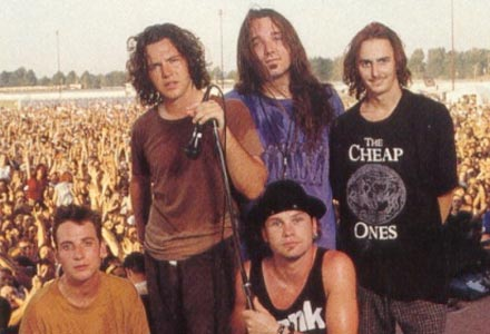 pearl-jam-live-on-stage-1992